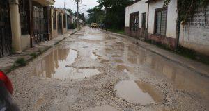 Familias y transportistas piden reparar calles