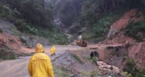 Mueren 6 personas tras derrumbe de cerro en Oaxaca