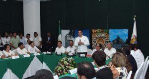Gobernador toma protesta de ANAAE