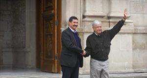 Inicia reunión de AMLO con Javier Corral