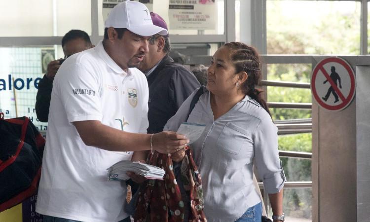 Funda AMLO oficina para proteger a los migrantes