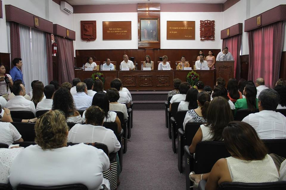 Entrega de la medalla al Mérito Político de la Mujer Campechana