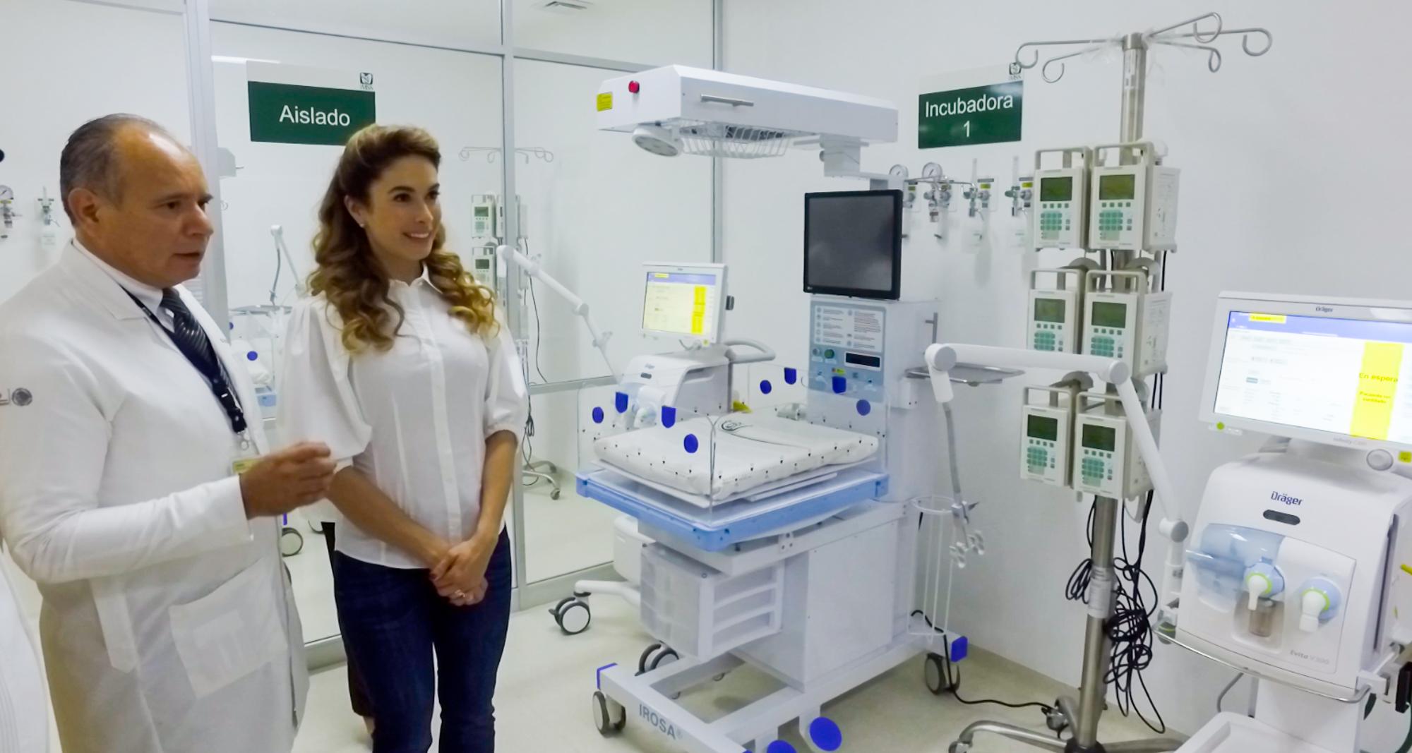 DIF entrega equipo médico