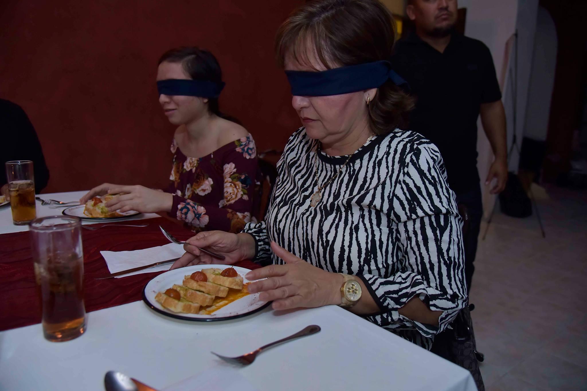 DIF realiza cena a ciegas