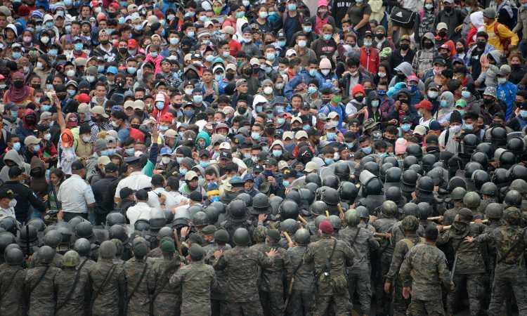 caravana-migrante-en-guatemala-102812
