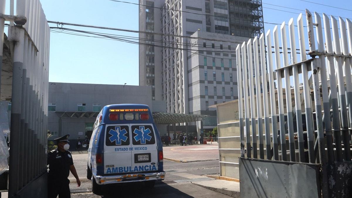 Una ambulancia con un paciente con Covid-19 ingresó al Hospital Regional General Ignacio Zaragoza del ISSSTE