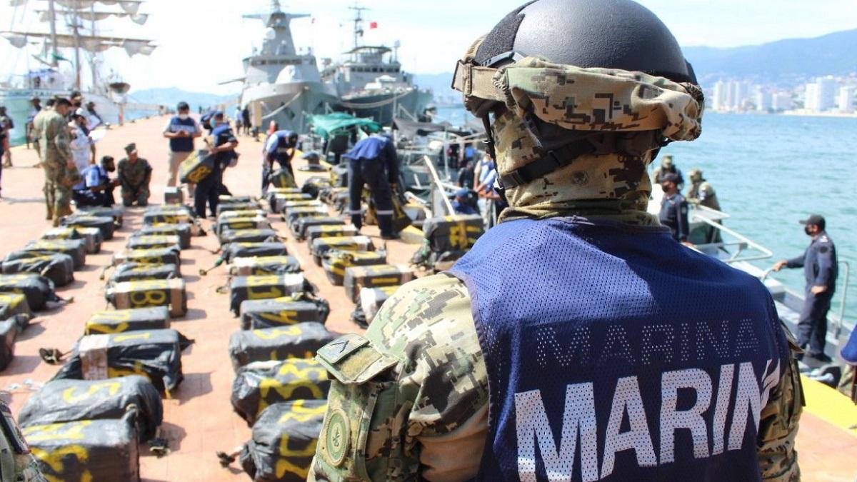 La Secretaría de Marina aseguró en altamar, cerca del puerto de Acapulco, cerca de dos toneladas de presunta cocaína, que venía oculta en 95 paquetes.